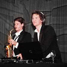 John & Mr. Smith DJ Saxoon optreden bruiloft boeken huren
