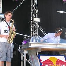 Saxofonist Mr Smith DJ John bruiloft gala studentenfeest bedrijfsevenement bedrijfsfeest
