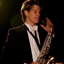 Saxofonist Mr. Smith Gala Studenten Bruiloft Bedrijfsfeest Boeken Sax