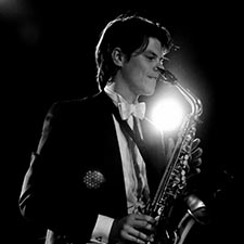 Saxofonist met DJ John & Mr. Smith Gala Optreden Studentenfeest