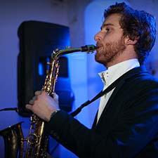 DJ John & Saxofonist Mr. Smith tijdens Bruiloft Feest