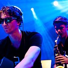 DJ Sax duo John & Mr. Smith tijdens Optreden Bedrijfsfeest INTRO