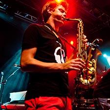 Saxofonist Mr. Smith van DJ Sax Duo John & Mr. Smith Bruiloft Eindhoven